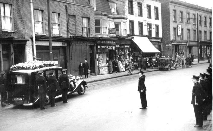 Brentford High Street Frank Davis S Funeral Salute 1948